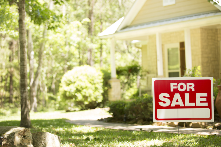 "Are the ""We Buy Houses"" Signs Real or a Scam?"